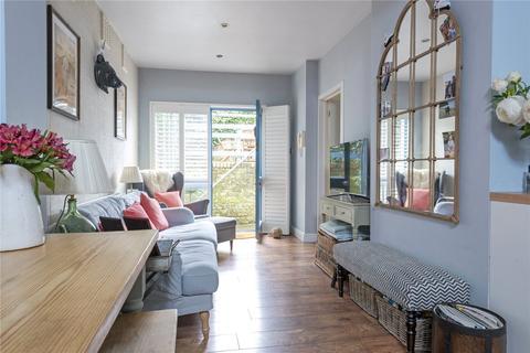 2 bedroom flat for sale - St. John's Hill, London, SW11