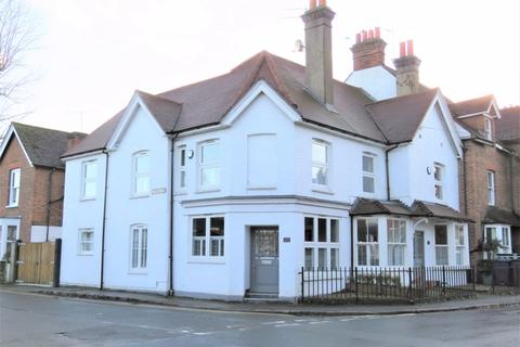 3 bedroom semi-detached house to rent - STUNNING TOWN HOUSE CENTRAL MARLOW
