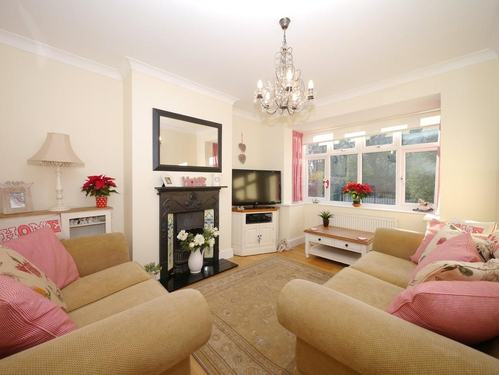 3 Bedrooms Semi Detached Bungalow for sale in Gorleston Road, Oulton, Lowestoft
