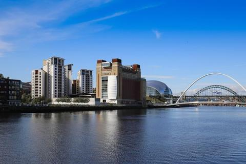 2 bedroom apartment to rent - Available Immediately Outstanding Quayside Apartment With Splendid Views Of The River Tyne!