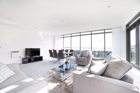 2 bedroom penthouse to rent - Reduced!!Monthly Rolling Contract Available - Stunning Penthouse!!