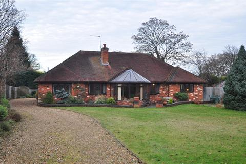 5 bedroom detached house to rent - The Farriers, Yateley