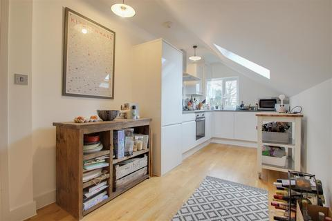 2 bedroom flat for sale - Hospital Way, London