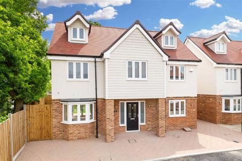 5 bedroom detached house to rent - Abbotts Way, Oak Hill Road, Stapleford Abbotts