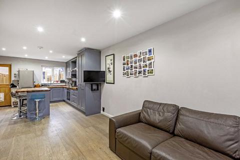 3 bedroom house for sale - Franche Court Road, Earlsfield
