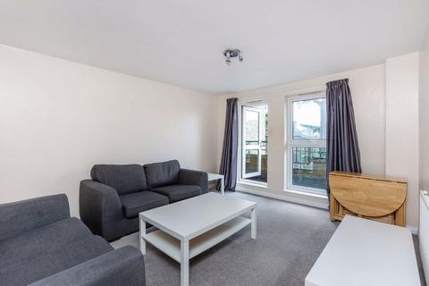2 bedroom flat to rent - St James's Drive, London