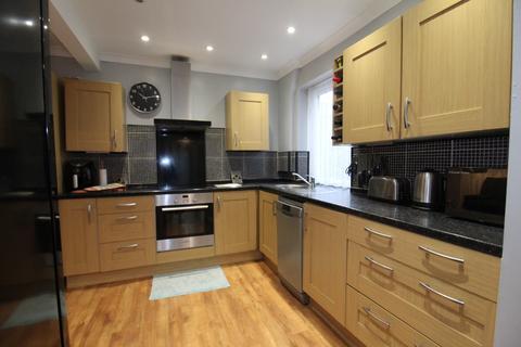 3 bedroom semi-detached house for sale - Eastcourt Lane, Gillingham, Kent, ME8