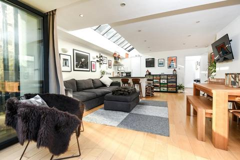 2 bedroom flat for sale - Thirsk Road, Battersea