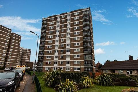 2 bedroom apartment for sale - Elizabeth House, Durham Avenue, Gidea Park, RM2
