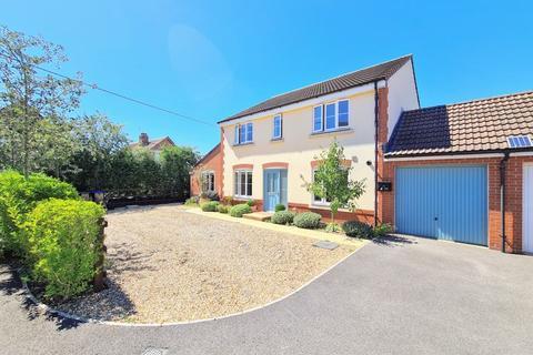 4 bedroom detached house for sale - Skylark Road, Melksham