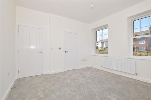 2 bedroom ground floor flat for sale - Wren Drive, Finberry, Ashford, Kent