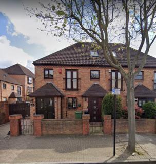 1 bedroom semi-detached house to rent - Pembroke Road, Beckton, London, E6