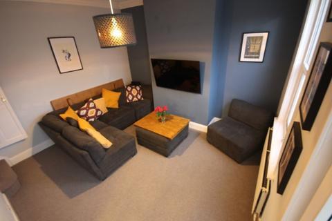 4 bedroom terraced house to rent - Church Street, Kirkstall, Leeds, LS5 3HZ
