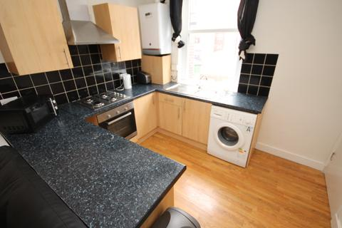 6 bedroom terraced house to rent - Delph Mount, Woodhouse, Leeds, LS6 2HS