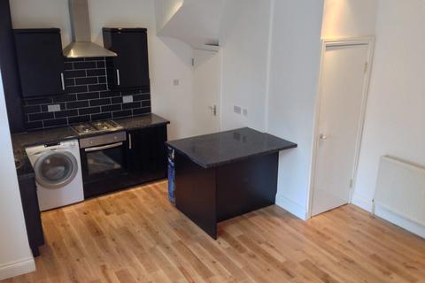 3 bedroom terraced house to rent - Harold View, Hyde Park, Leeds, LS6 1PP