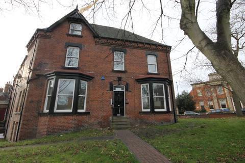 8 bedroom semi-detached house to rent - Hyde Terrace, LS2 9LN