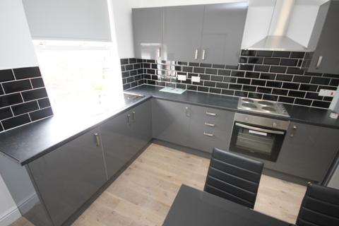 6 bedroom end of terrace house to rent - Archery Terrace, Leeds, LS2 9AT