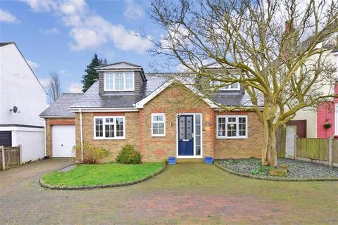 4 bedroom detached bungalow for sale - Wilson Avenue, Rochester, Kent