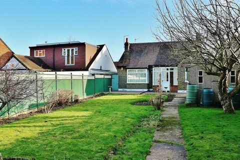 4 bedroom detached bungalow for sale - Erith Road, Bexleyheath, Kent, DA7 6HR