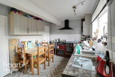 3 bedroom terraced house for sale - Beechcroft Road, Grantham