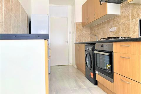 3 bedroom terraced house to rent - Dockland Street, King George , London E16