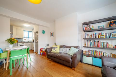 3 bedroom flat for sale - Grove Road, E3