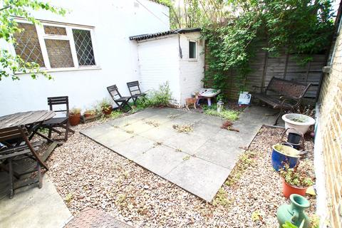 1 bedroom flat for sale - 3a Station Approach, Shepperton, TW17