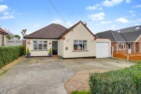 3 bedroom detached bungalow for sale - Kents Hill Road, South Benfleet