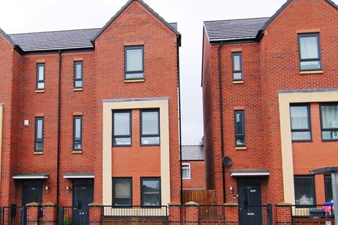 4 bedroom townhouse for sale - Ashton Old Road, Manchester