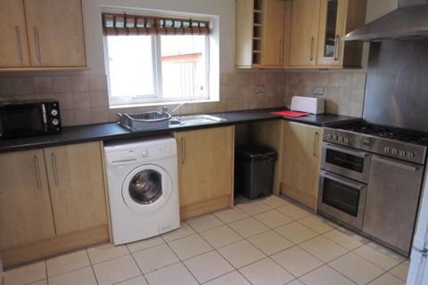 3 bedroom terraced house to rent - Desborough Road, St Judes