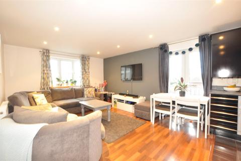 2 bedroom apartment for sale - Manor Court, Thorpe Road, Staines-upon-Thames, Surrey, TW18