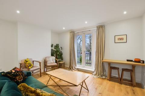 2 bedroom apartment for sale - Kent Court, London, E2