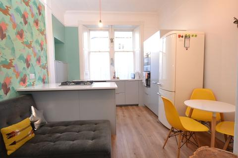 2 bedroom flat to rent - Montgomery Street, Edinburgh, EH7 5JY Available 7th February