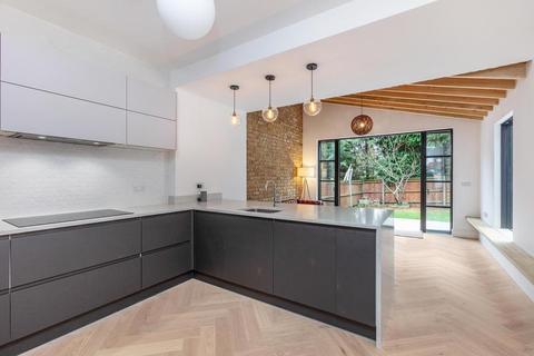 5 bedroom semi-detached house to rent - Eatonville Road, London SW17