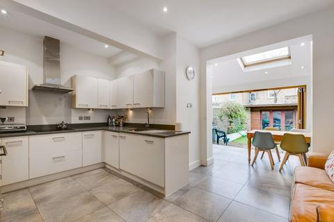 4 bedroom terraced house for sale - Trentham Street, London