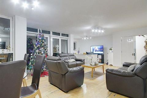 3 bedroom flat to rent - Inverness Mews, Royal Docks, London