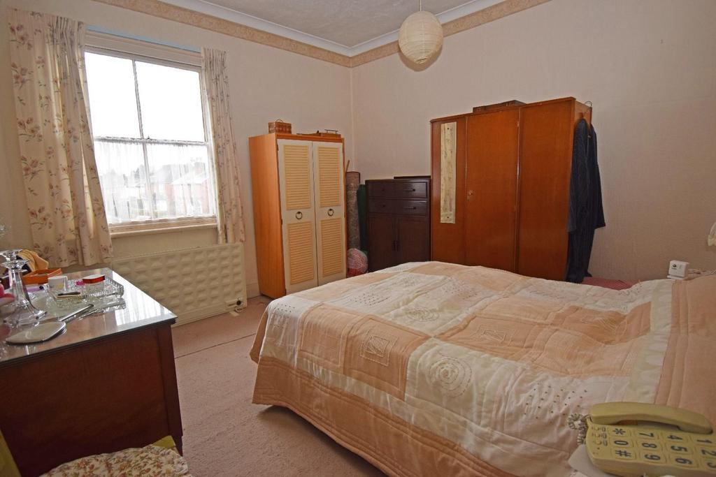 18 St Marys Road, bed 1.jpg