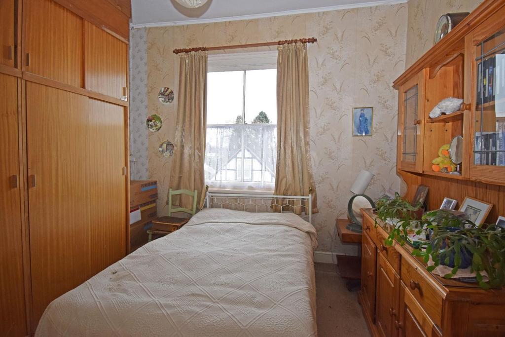 18 St Marys Road, bed 2.jpg