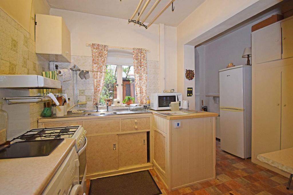 18 St Marys Road, kitchen 1.jpg