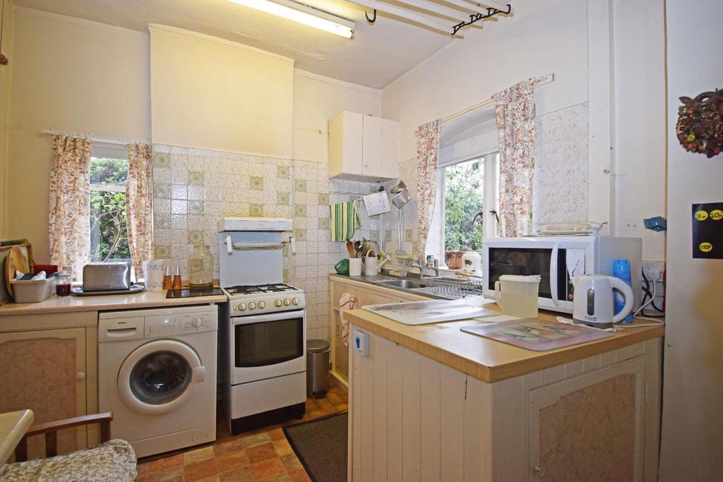 18 St Marys Road, kitchen 2.jpg