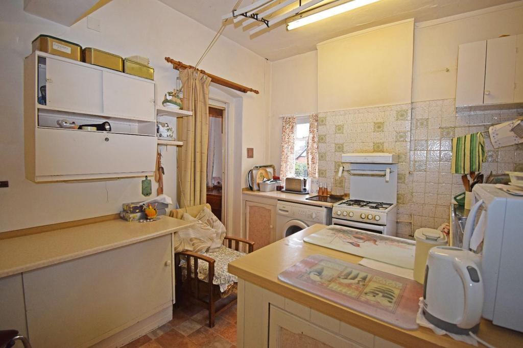 18 St Marys Road, kitchen 3.jpg
