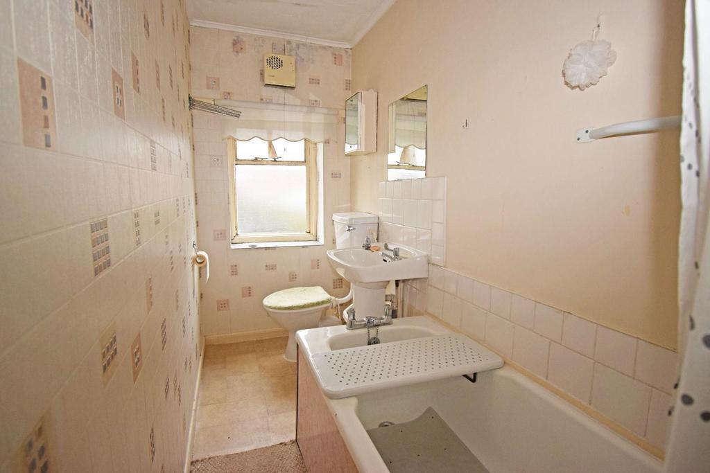 18 St Marys Road, bathroom.jpg