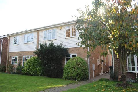 4 bedroom house to rent - The Dell, Bexley