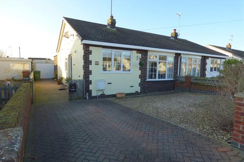2 bedroom semi-detached bungalow for sale - South Parade, Leven, Beverley, East Riding of Yorkshire, HU17 5LJ