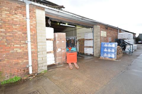 Warehouse to rent - Chamberlain Road, Aylesbury