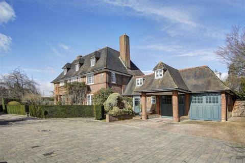 6 bedroom detached house for sale - Linnell Drive, NW11