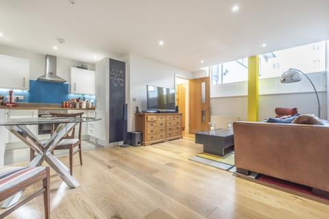 2 bedroom apartment to rent - Houghton Square Clapham North SW9
