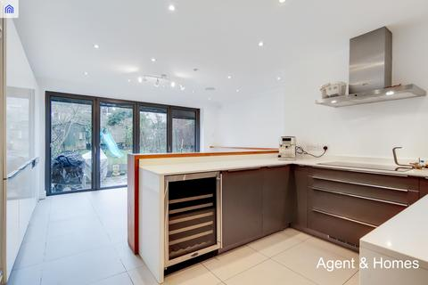 5 bedroom end of terrace house to rent - Avenue Road, London, W3