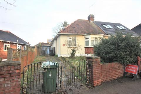2 bedroom semi-detached bungalow for sale - Yardley Lane, Chingford, London E4