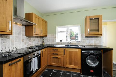 2 bedroom end of terrace house to rent - Reading Road,  Henley-on-thames,  RG9